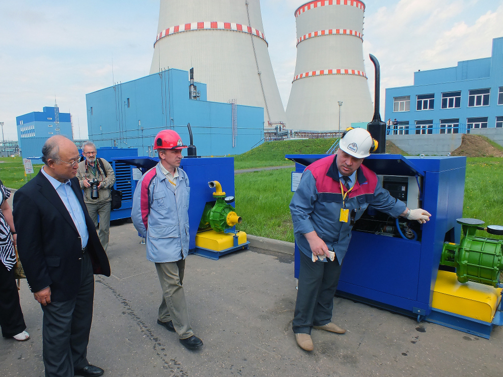 IAEA Director General Yukiya Amano is given a demonstration of safety features, added in response to the Fukushima Daiichi accident, at the Kalinin Nuclear Power Plant during his official visit to Moscow. 18 May 2013 (photo IAEA)