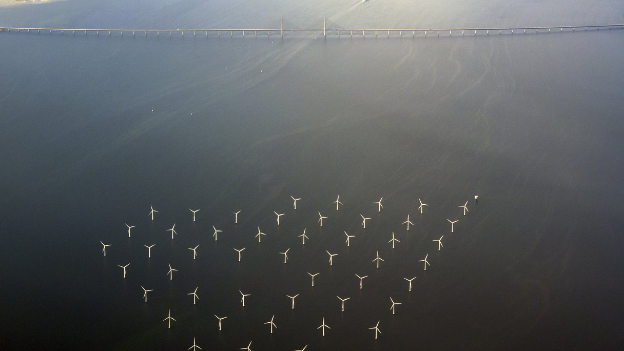 https://static-hoffmanncentre.chathamhouse.org/thumbnails/blocks/images/2018-10-10-Wind-Farm-Sweden.jpg.1216x684_q85_crop_upscale.jpg