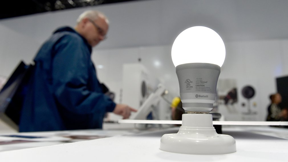 https://static-hoffmanncentre.chathamhouse.org/thumbnails/blocks/images/2019-01-07-LED-Lightbulb.jpg.1010x568_q85_crop_upscale.jpg