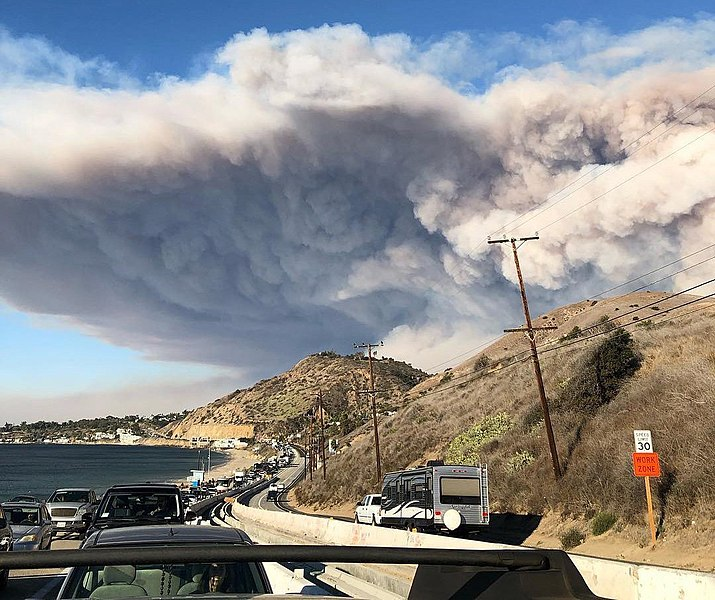 File:Woolsey Fire evacuation from Malibu on November 9, 2018.jpg